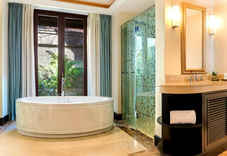 3216-Bathroom---Beachfront-Deluxe-Room-1600-x-900