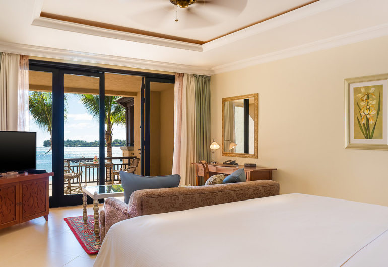 3216-Beachfront-Deluxe-Room-King-1600-x-900