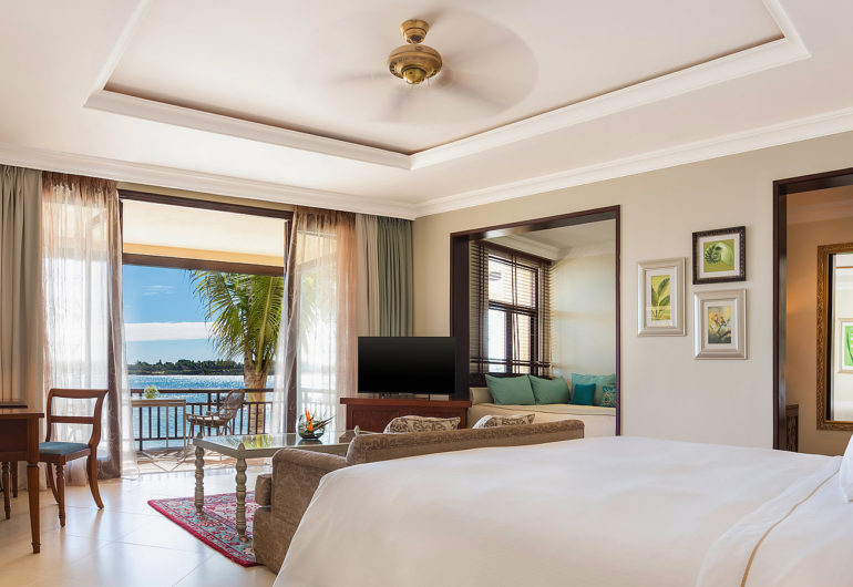 3216-Beachfront-Family-Room-1600-x-900--2-
