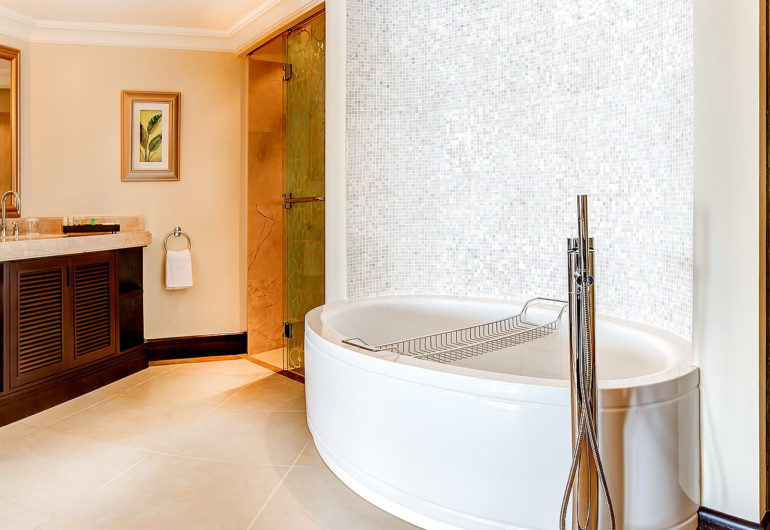 3216Bathroom---Beachfront-Deluxe-Room-Twin-1600-x-900