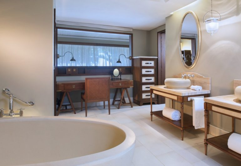 DeluxeRoom-Bathroom