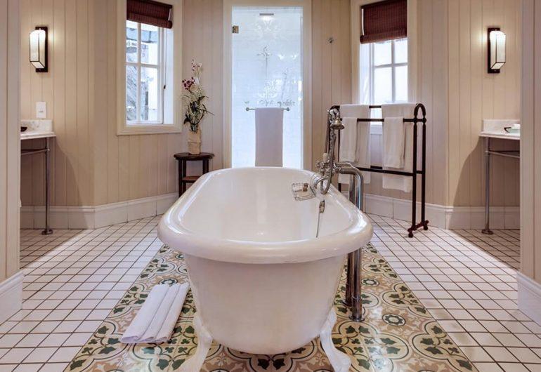 ocean-suite-beach-front-bathroom-heritage-le-telfair_0