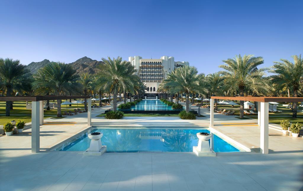 exceptional-retreats-boutique-luxury-hotel-al-bustan-palace-ritz-carlton-oman-resort-safari1