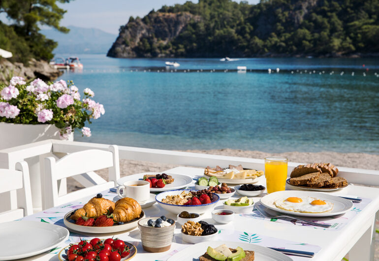 breakfast-near-sea-in-fethiye
